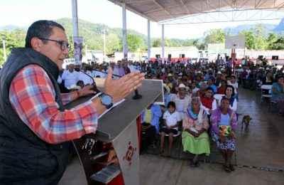 Entrega Fonhapo viviendas a indígenas en Nayarit