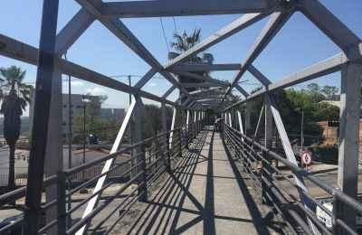 SOBSE da mantenimiento a puentes peatonales