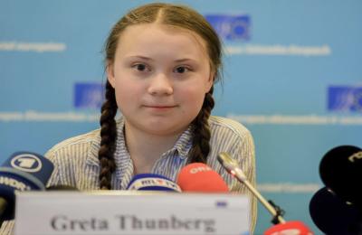 """""""Nuestra casa se desmorona, el futuro está en sus manos"""": Greta Thunberg"""