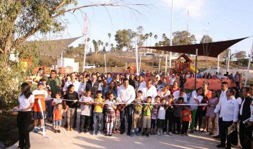 Inauguran parque La Loma