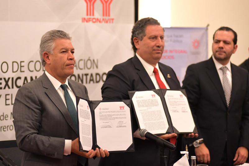 Infonavit y contadores firmaron convenio