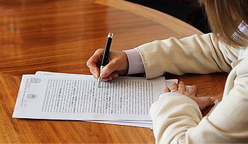 Presentan documentos notariales clave para familias damnificadas