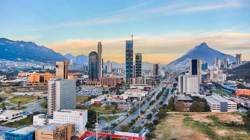 Prevén aumento del 51% en el inventario de oficinas de Monterrey