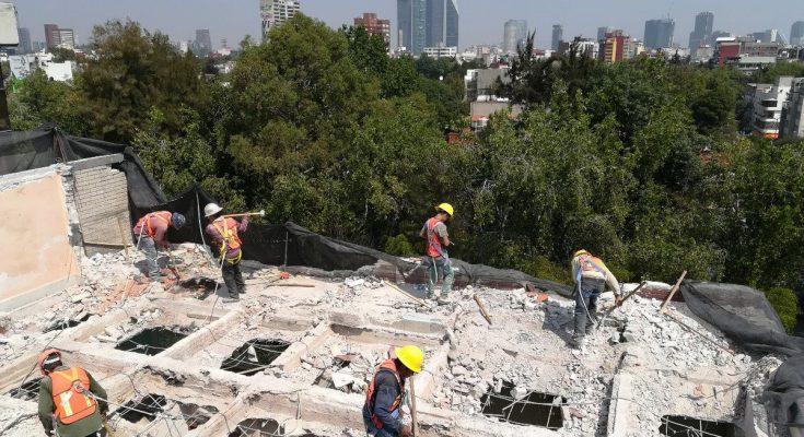 Finaliza demolición de inmueble en Escandón