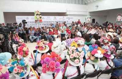 Entregan 4,000 viviendas a familias indígenas del Edomex