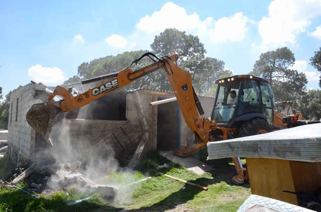 Retiran viviendas irregulares en área protegida