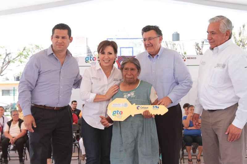 Entregan escrituras y Cuartos Rosas en Guanajuato
