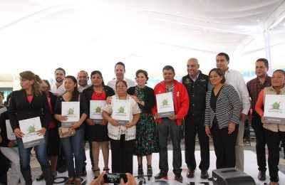 Reciben escrituras 4,000 familias de Querétaro