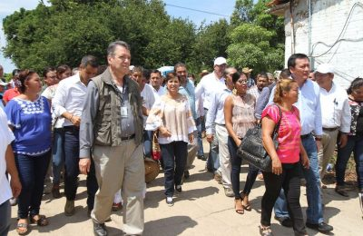Encabeza RRB entrega de apoyos de reconstrucción en Oaxaca