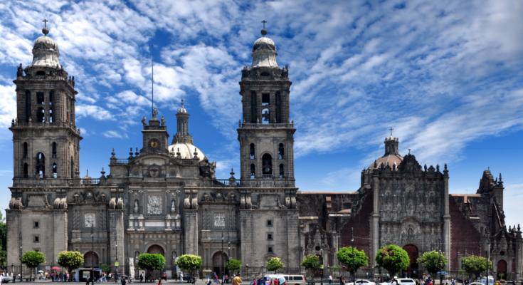 Retiran conjunto escultórico de la Catedral Metropolitana