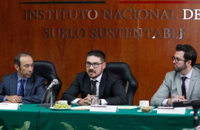 Necesario impulsar política de suelo robusta: Meyer