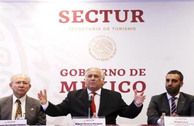 Adelanta Torruco planes para pistas de Santa Lucía