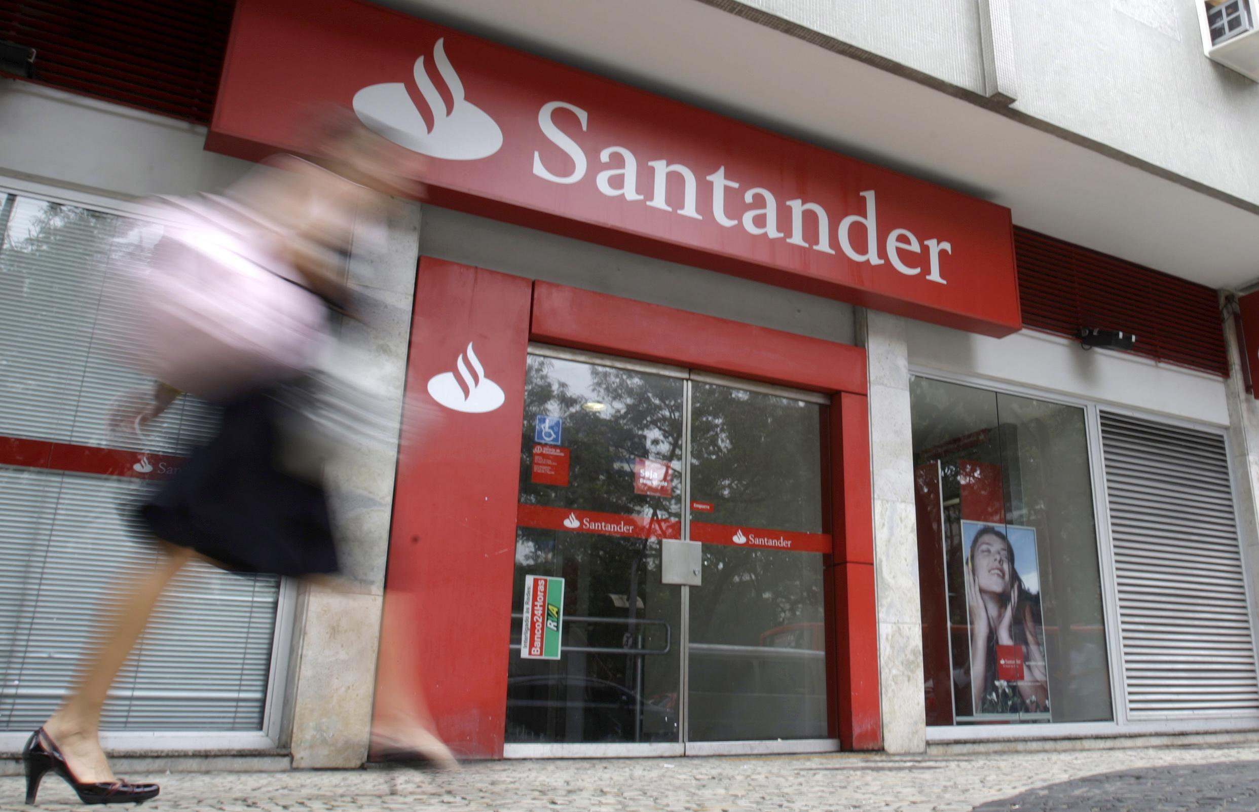 Santander abrirá 50 módulos en centros comerciales de FUNO