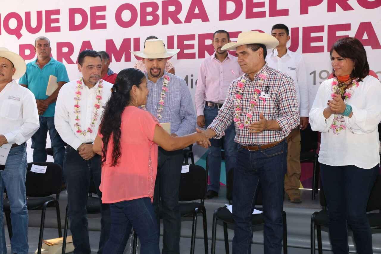 Inicia en Michoacán programa de vivienda para jefas de familia