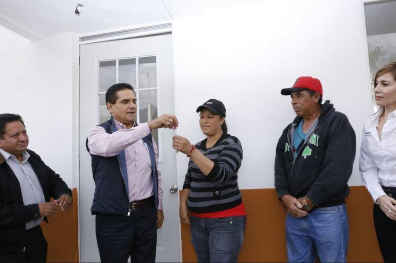 Entrega Aureoles 140 viviendas en Angangueo