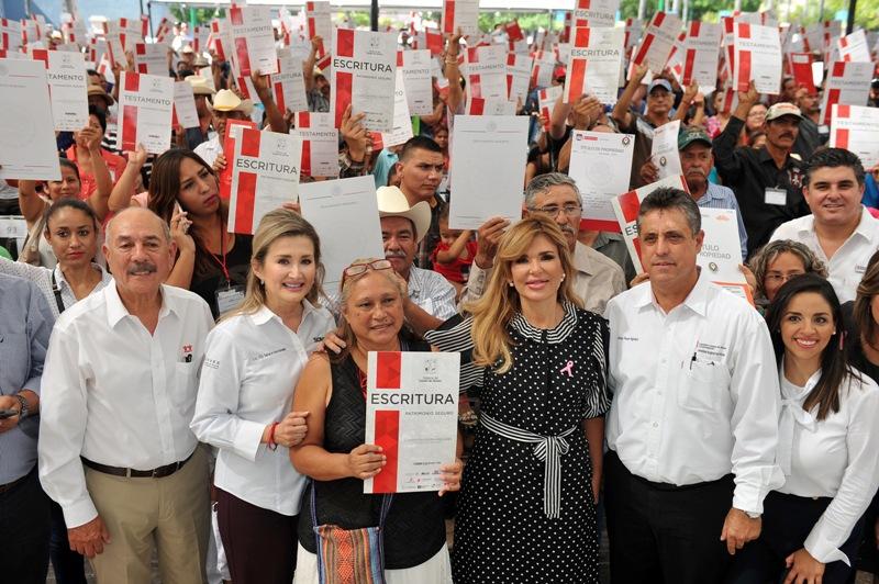 Entregaron escrituras a familias de Hermosillo
