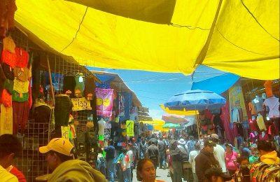 El tianguis obstaculiza la reconstrucción de las más de 1,000 viviendas de la U.H. Santa Cruz Meyehualco, por lo que será trasladado a otra zona