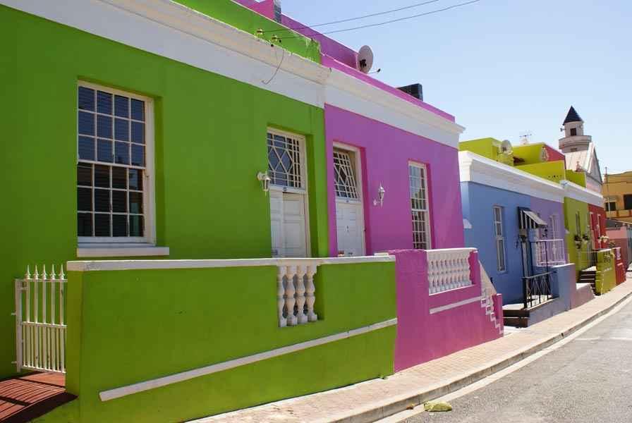 Pintan fachadas para mejorar entorno urbano portal for Colores para pintar fachadas de casas pequenas