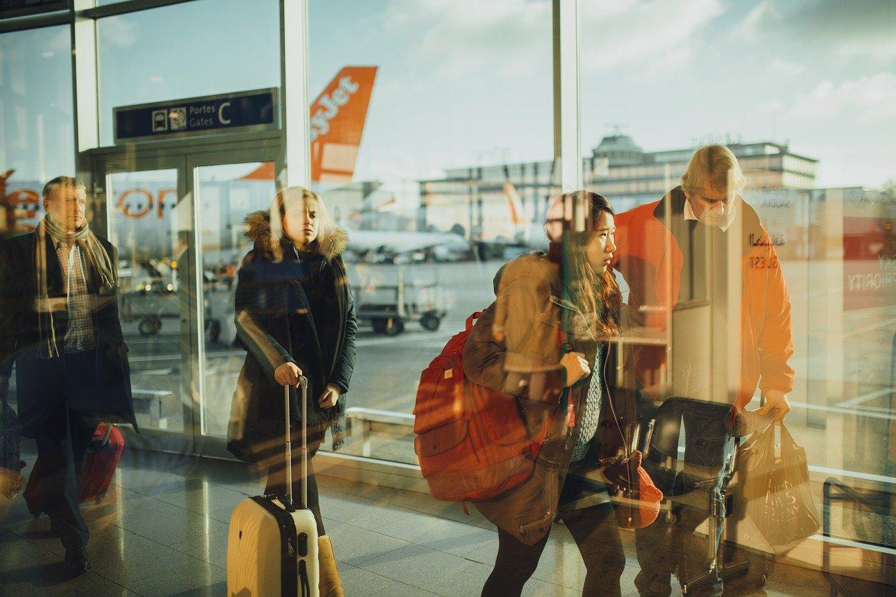 reporta-omt-que-el-100-de-destinos-mundiales-mantienen-restricciones