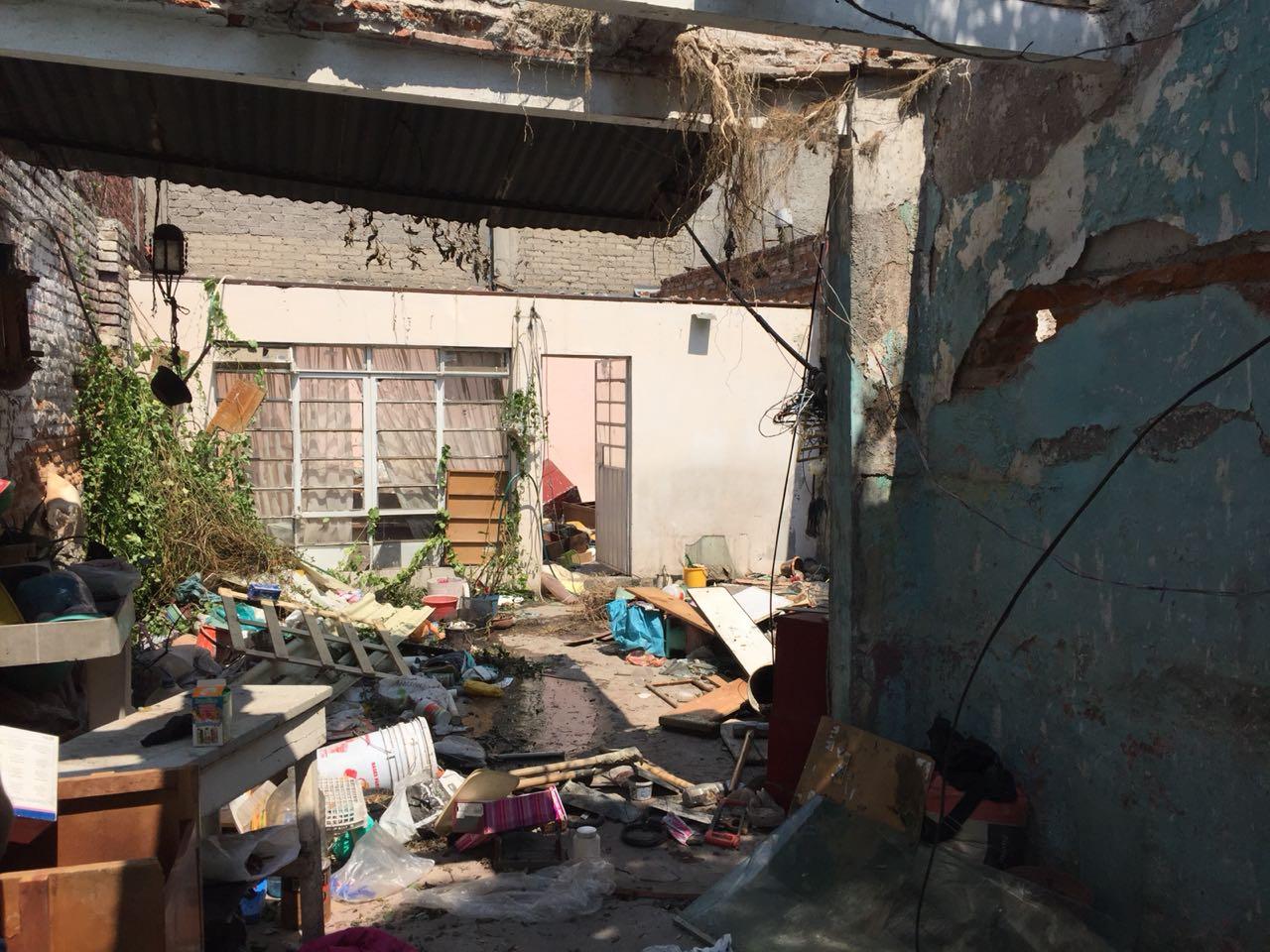 Conluyen derrumbe de casa en Venustiano Carranza