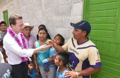 Entregó Velasco Cuartos Adicionales en el municipio de Chilón
