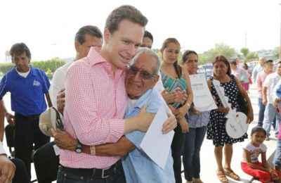 Entrega Velasco escrituras en Tapachula