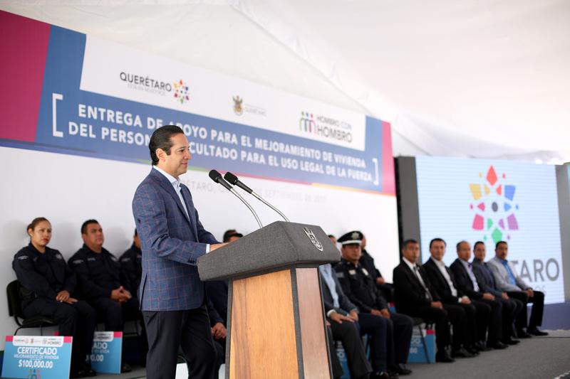 Entregan apoyos de vivienda a policías de Querétaro