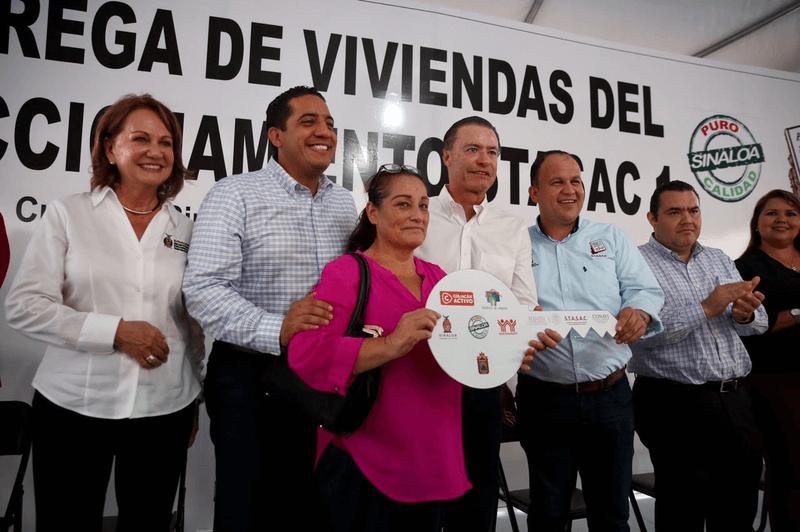 Entregan 128 viviendas en Culiacán