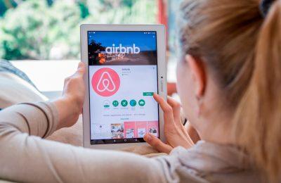 Gobierno analiza regular servicios de alojamiento como Airbnb
