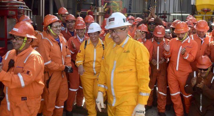 AMLO visita campo Xikin, plataforma petrolera en Tabasco