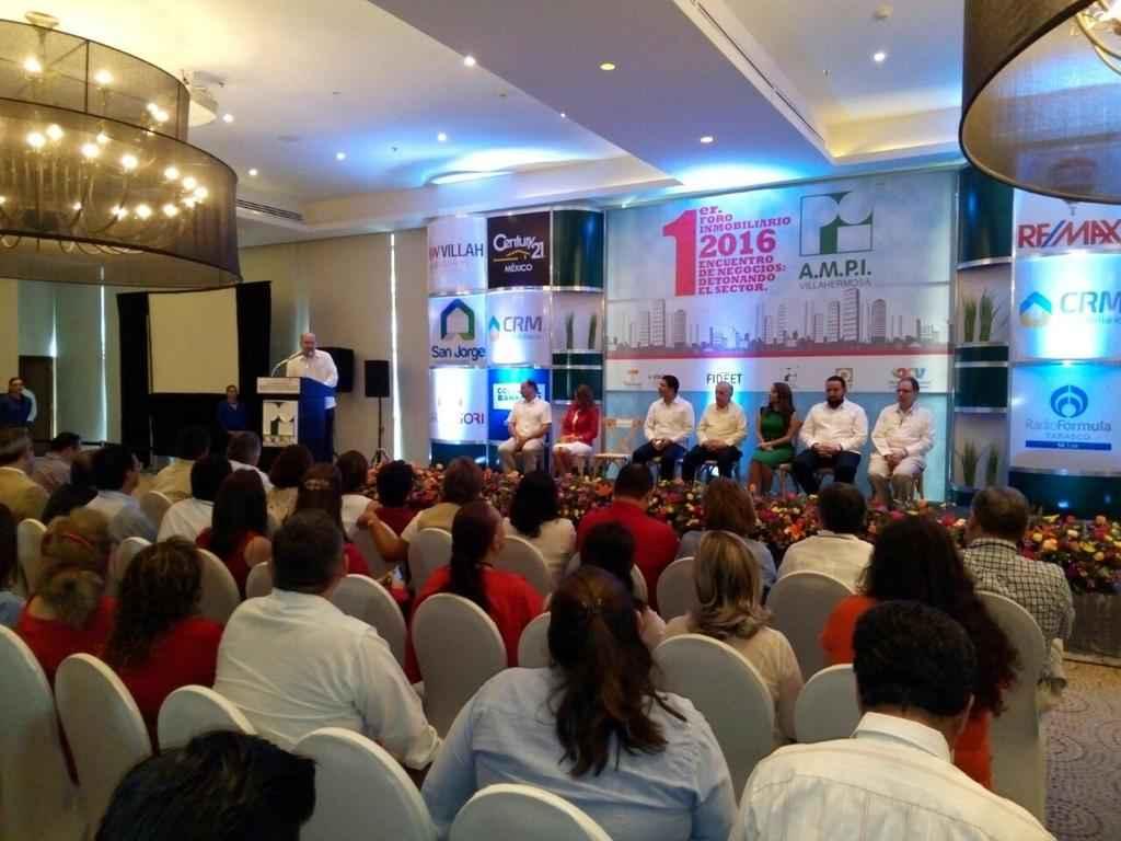 Reconoce Arturo Núñez a AMPI por desarrollo de Tabasco