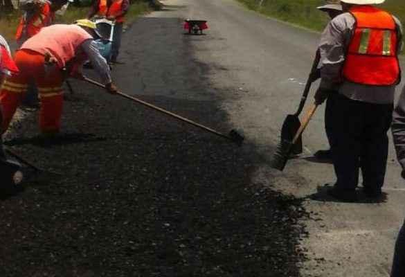 Realizan trabajos de conservación de carretera al sur del Edomex