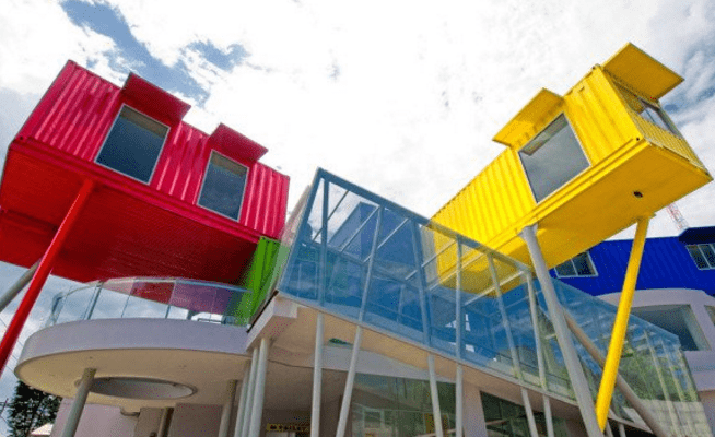 Crean biblioteca con contenedores