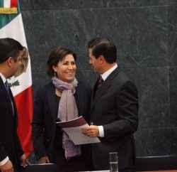 Entrega Rosario Robles la Guía de Resiliencia en Los Pinos