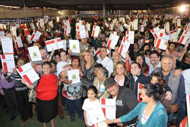 Entregan escrituras a 1,600 familias en Hermosillo