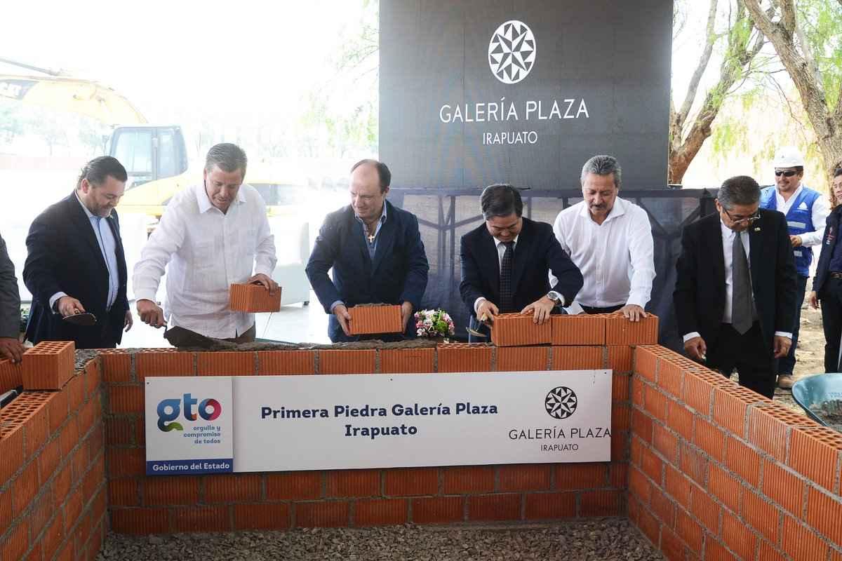Colocan primera piedra de Galería Plaza Irapuato