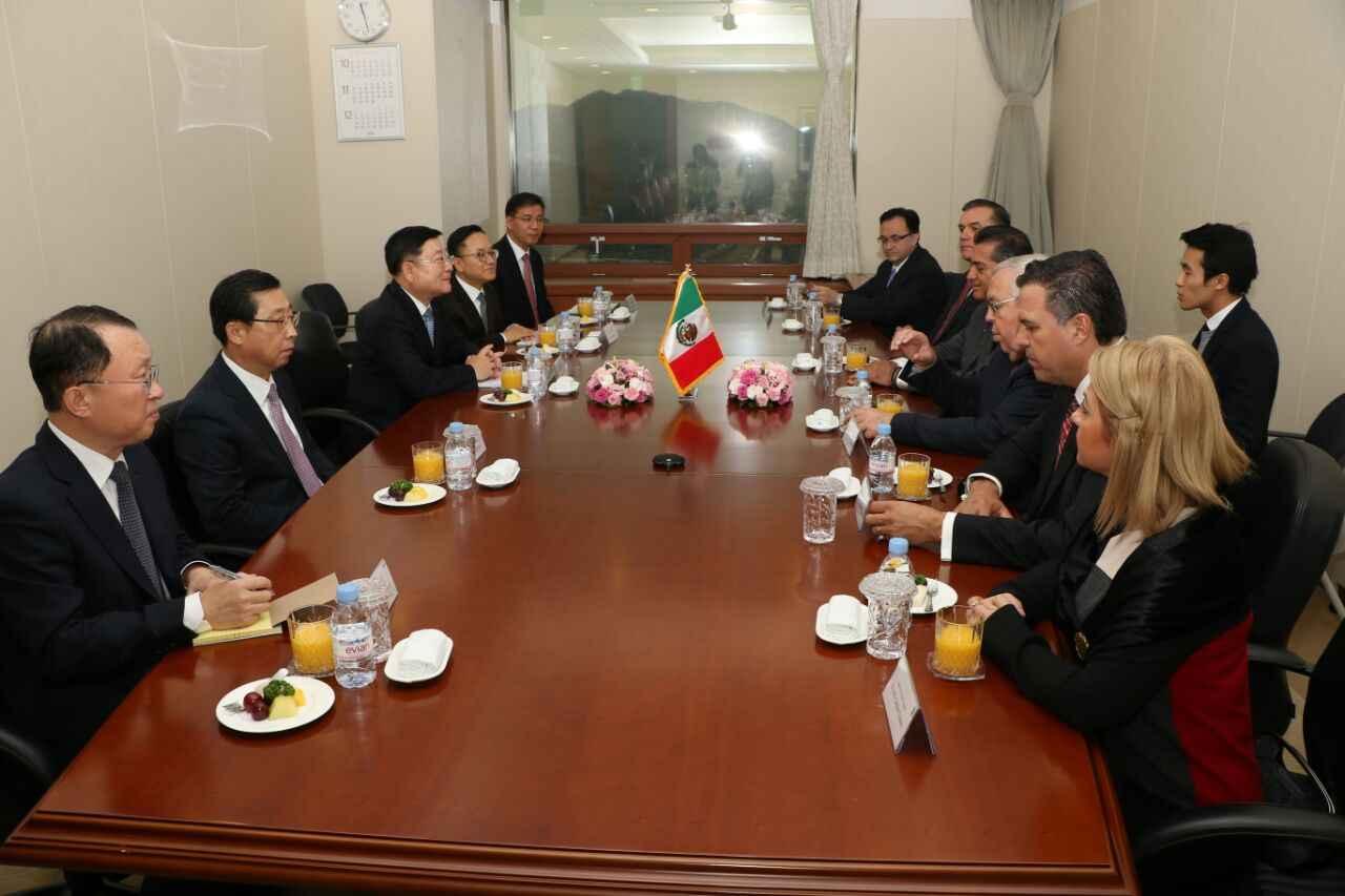 Se reunió gobernador de NL con Hyoung-Keun Lee