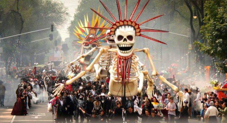 Catrinas, carros alegóricos, ofrendas y más en la celebración del Día de Muertos