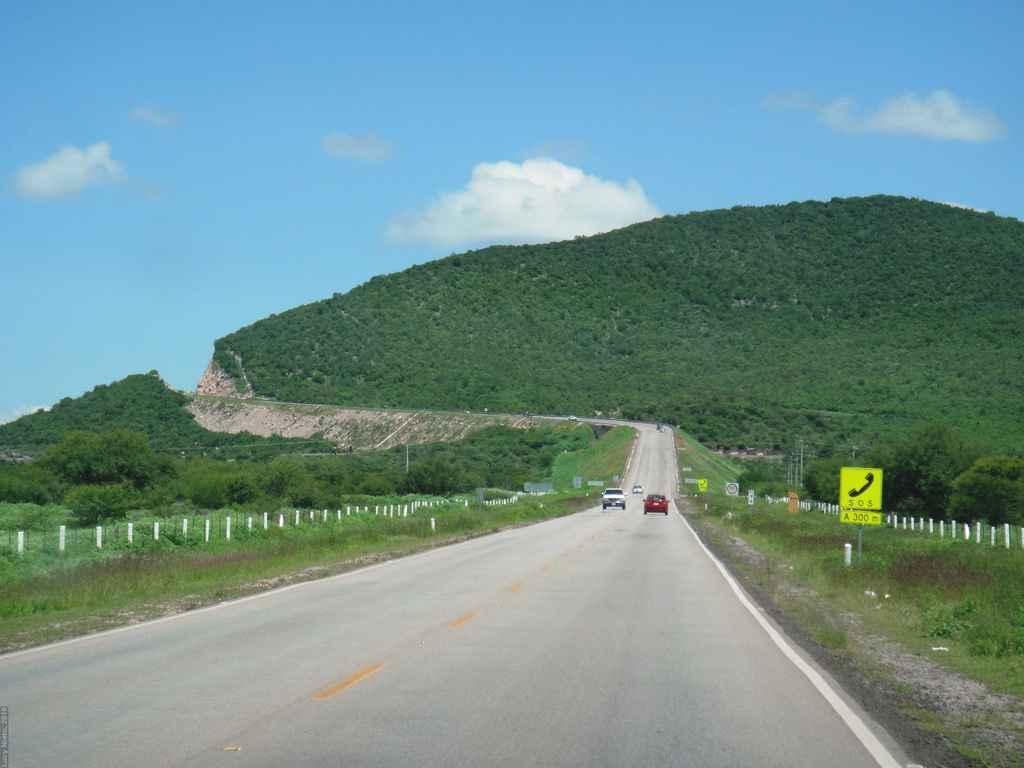 Anuncian inversiones para infraestructura carretera en SLP