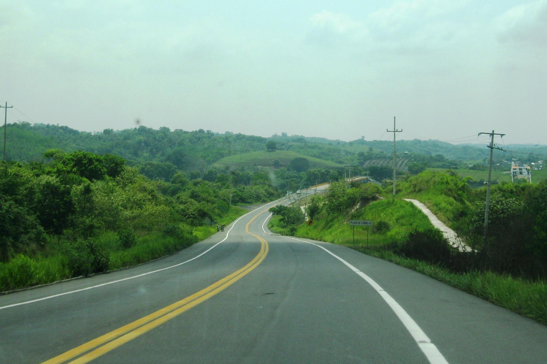 Utilizan concreto resistente en carretera de Veracruz