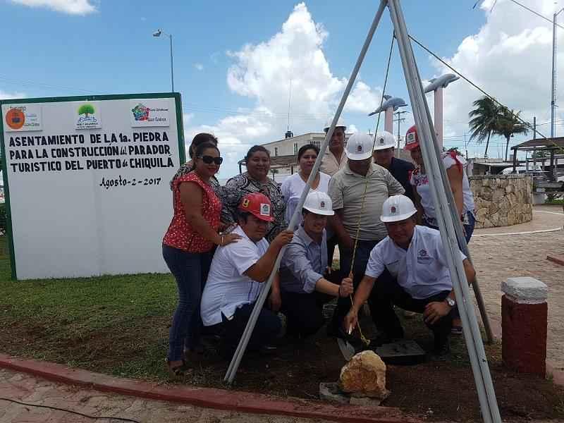 Colocan primera piedra de parador turístico en Lázaro Cárdenas