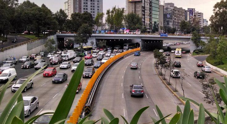 Carriles reversibles con horarios adaptativos pueden reducir 40 por ciento del tráfico en horas pico