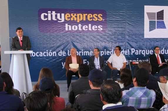 Lo Mejor del Año: Colocan primera piedra City Express Cuapiaxtla