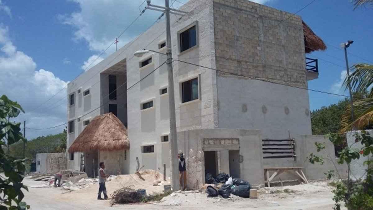 Clausuran construcción de 2 hoteles en Holbox