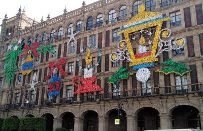 Decoran y visten de luces al Zócalo capitalino para la temporada decembrina