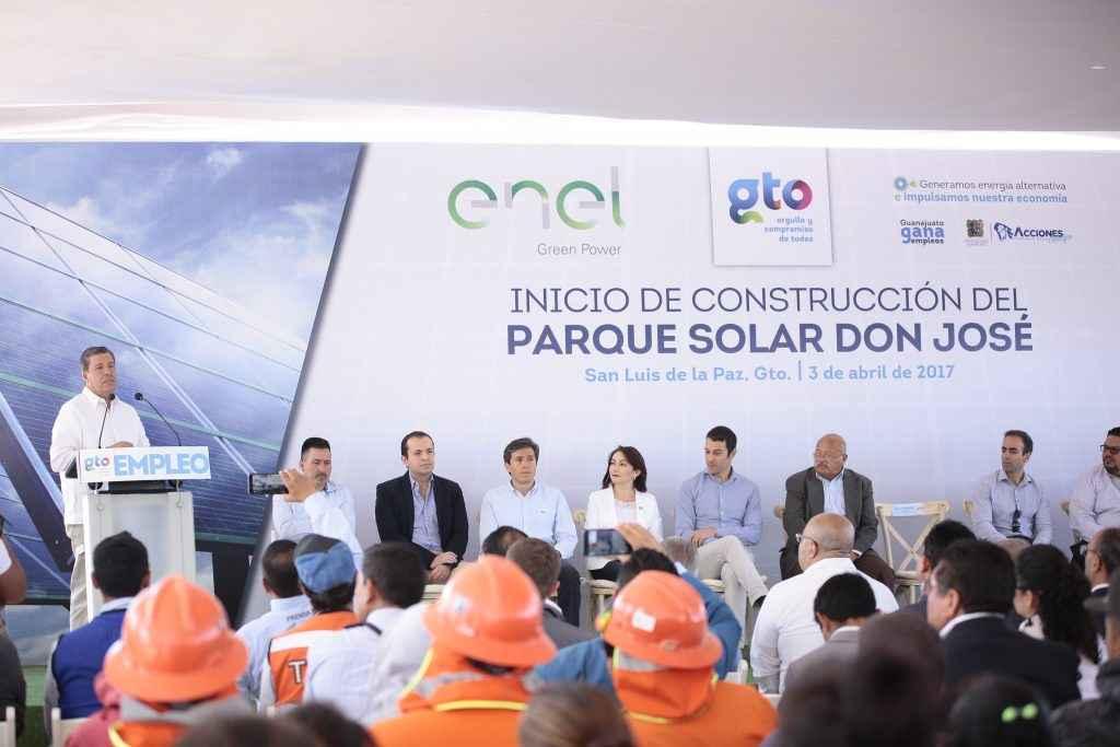Construyen campo de energía solar en Guanajuato