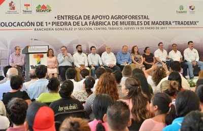 Entrega Núñez apoyos a empresas tabasqueñas