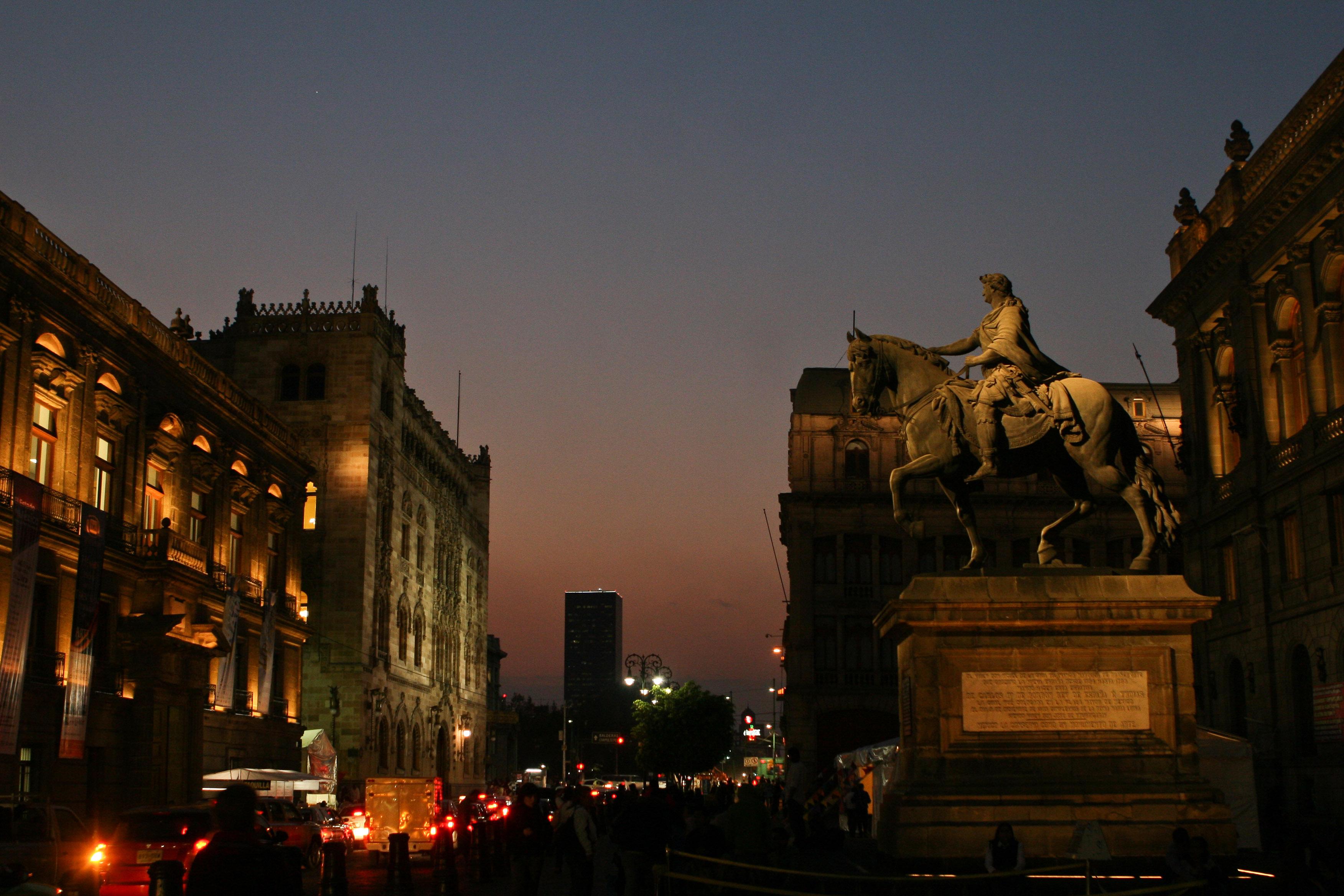 Eros, el dios griego del amor, ha dado la espalda al urbanismo moderno.