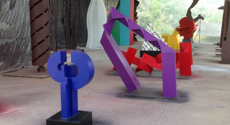 Colocan esculturas sobre 'Parque Lineal' de Mixcoac