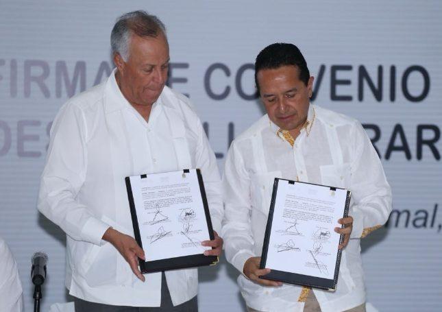 Entregan certificados de vivienda en Quintana Roo